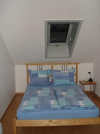 Apartmenthaus zum Hahn: Apartment Bedroom