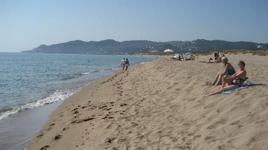 Apartaments Beach & Golf Resort: the beach in front of apartaments