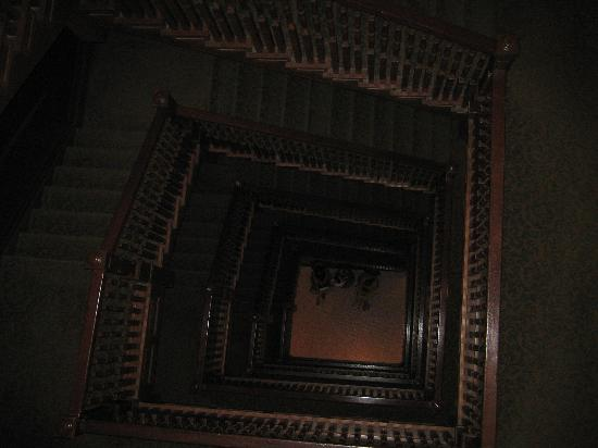 Union Station Hotel, Autograph Collection: historic staircase