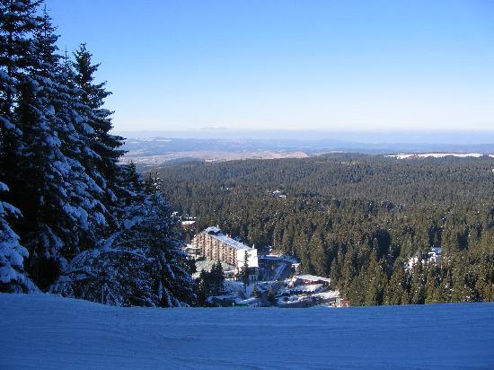 Borovets, Bulgarie : Hotel Rila from slopes
