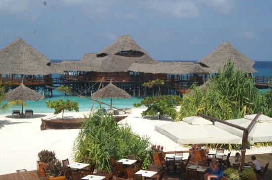 Strandbar mit blick ber strand zum fischrestaurenat for Hotels zanzibar