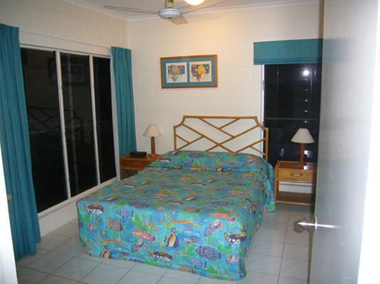 At the Mango Tree Holiday Apartments: Bedroom