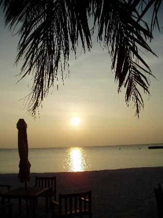 Veligandu Island Resort & Spa: Last sunset of 2006