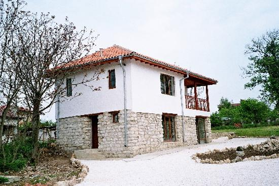 Mirage Guest House Varna : Here's a picture of Stephen & Ann-Marie's place