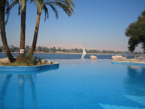 Maritim Jolie Ville Kings Island Luxor: the infinity pool