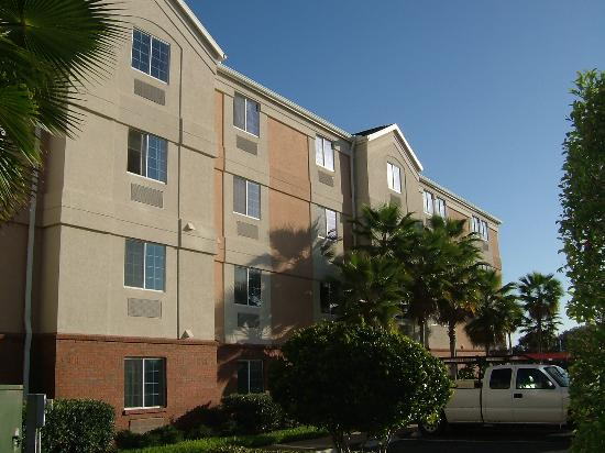 Candlewood Suites Lake Mary: Hotel from outside