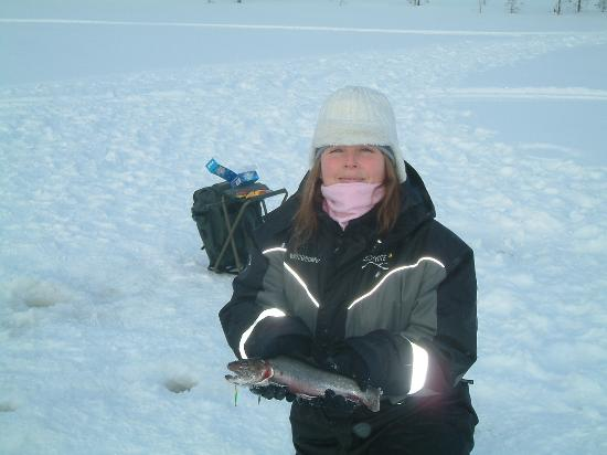 Hotel Iso-Syote: Ice fishing -  wife catches the trout!