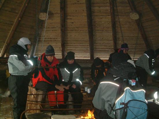 Hotel Iso-Syote: Ice fishing warm up by the fireside
