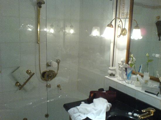 Relais & Chateaux Hotel Jagdhof Glashuette: Bathroom