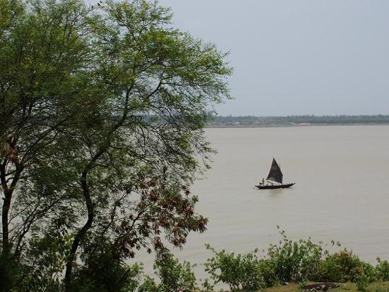 West Bengal, India: Boat on the river