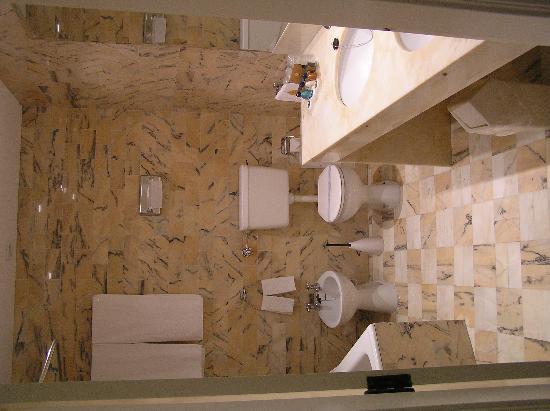 Tivoli Lagos Hotel: Stylish bathroom