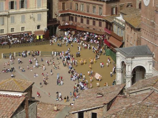 Toscana, Italien: Siena piazza from the top of the tower
