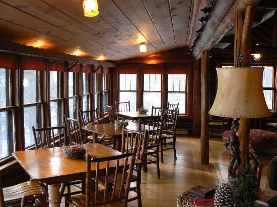 Spider Lake Lodge Bed & Breakfast Inn: Breakfast area.