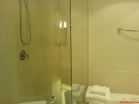 Windsor Arms Hotel: Beautiful bathroom. Very well maintained.
