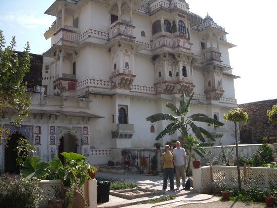 Castle Bijaipur: Front entrance