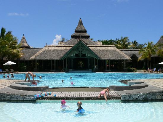 Shandrani Beachcomber Resort & Spa All Inclusive: The main pool & reception (from the lagoon)
