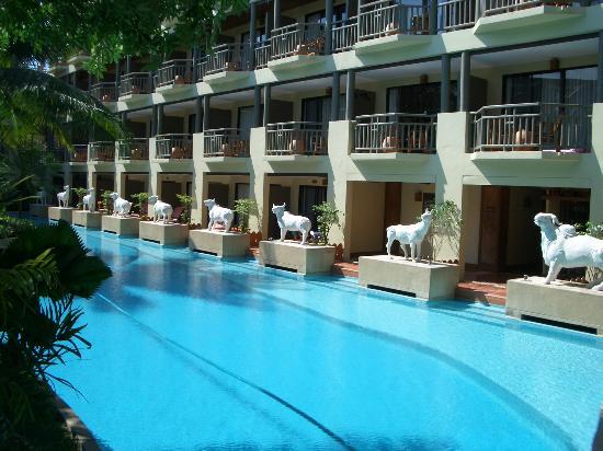 front entrance of resort picture of phuket marriott. Black Bedroom Furniture Sets. Home Design Ideas