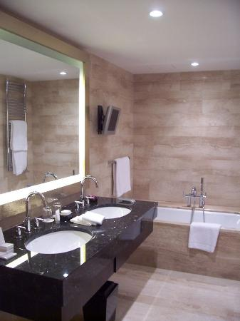 Mandarin Oriental, Prague: Bathroom