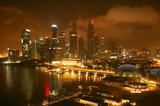 Mandarin Oriental, Singapore: View at night from 21st floor executive room