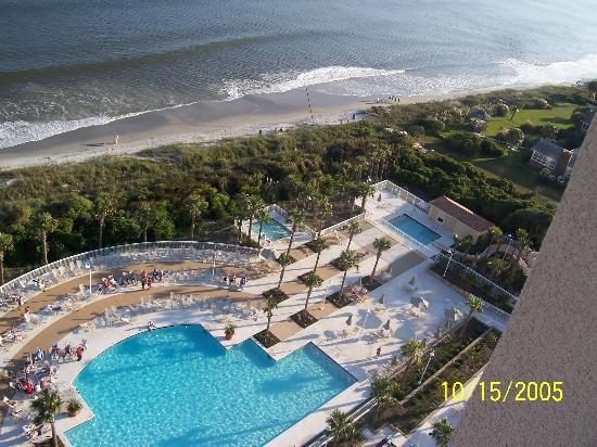 Myrtle Beach Marriott Resort & Spa at Grande Dunes: Childrens slide and separate pool far right