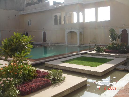 Sardargarh Heritage Hotel: (the courtyard)