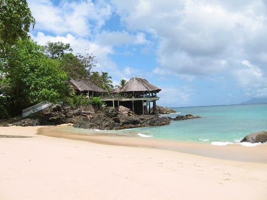 Glacis, Seychellerna: Blick vom Strand zur Bar