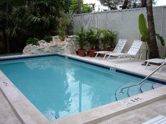 Key West Harbor Inn: The heated pool