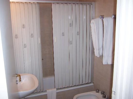 Regis Orho Hotel: Bathroom
