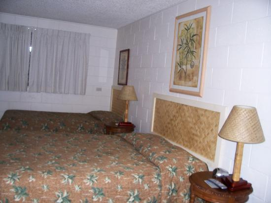 Kauai Palms Hotel : Our Room king & twin bed