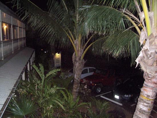 Kauai Palms Hotel: View from upstairs at night