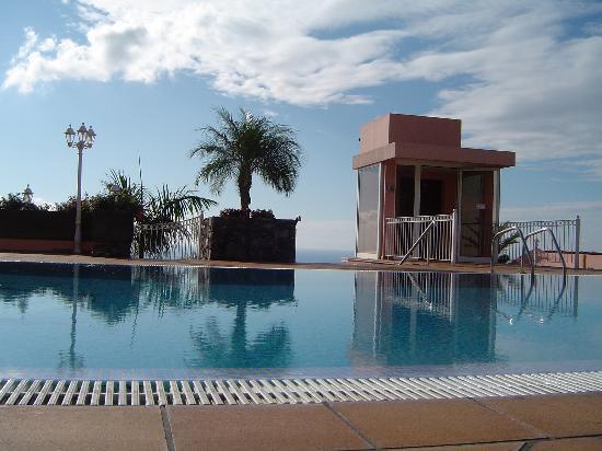 Ocean Gardens: Outdoor Rooftop Pool Area