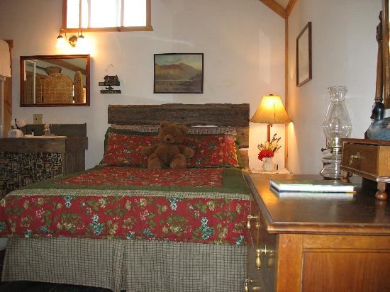 Big Trout Ranch: Interior of Vintage Log Cabin