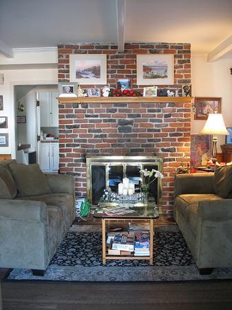 The Old Turner Inn: the living room