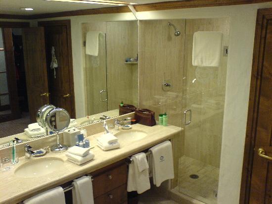 Sonnenalp: The bathroom part 2