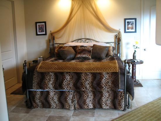 Sedona Cathedral Hideaway: Guest room, sleep number bed