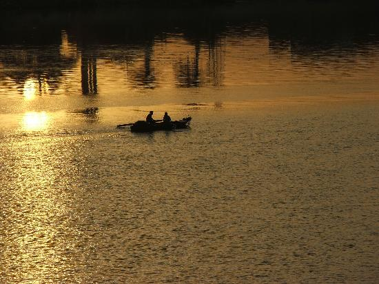 Louxor, Égypte : evening boatmen