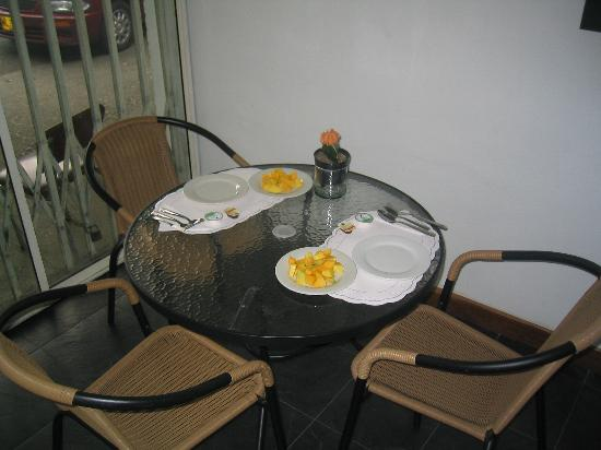 La 34 Hostal: Breakfast