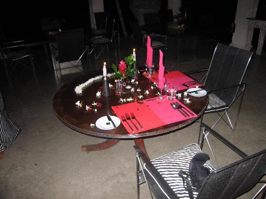 Kahanda Kanda: Dinner table