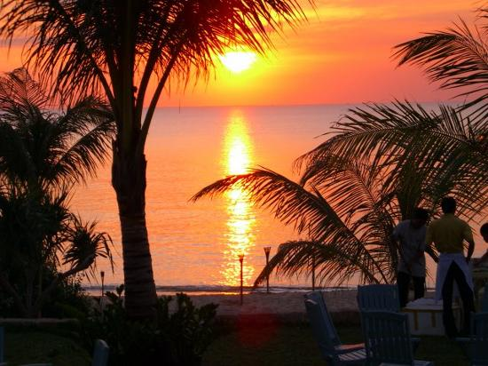 La Veranda Resort Phu Quoc - MGallery Collection : Sunset from the bar