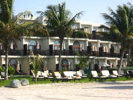 JA Jebel Ali Beach Hotel : Palm Tree Court