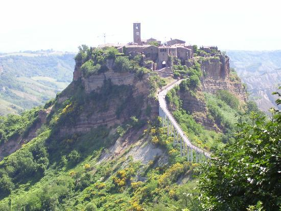 Civita di Bagnoregio, Italie : A breath taking view of the dying city