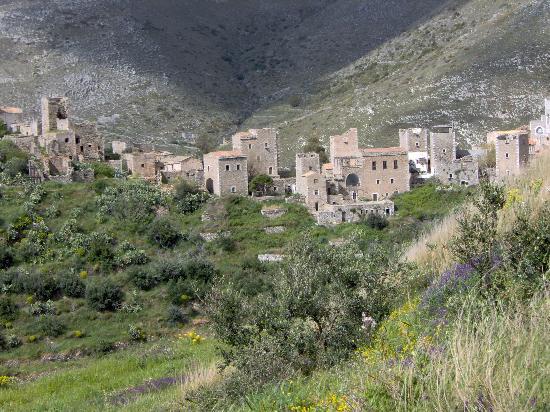 Mani Castle : Vathia