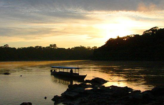 ‪تامبوباتا ريسيرش سنتر لودج: Sunrise on the Tambopata‬