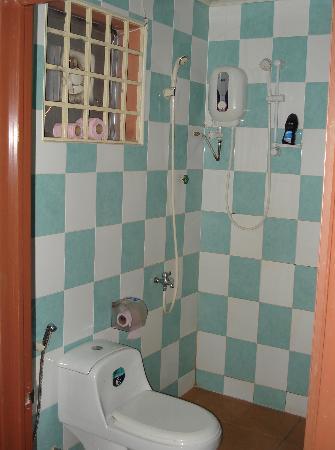 Flamingos Hotel: Badezimmer beim 1.Besuch