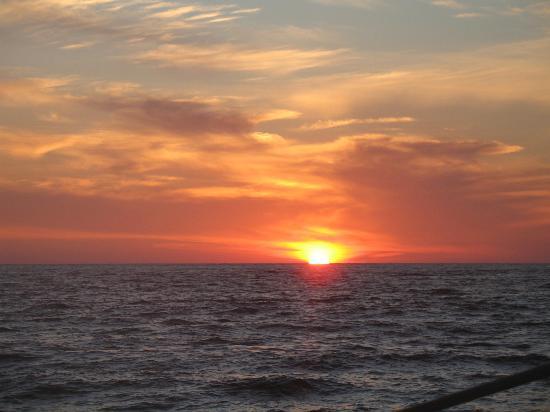 Ixtapa, Μεξικό: sunset from the catamaran