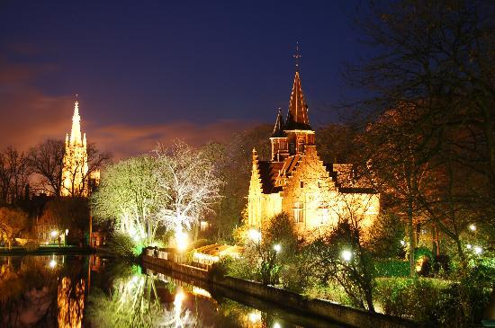 Bruges, Belçika: Minnewaterpark and Castle