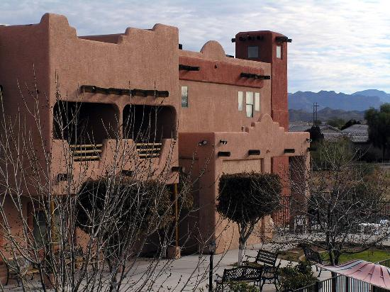 BEST WESTERN Gold Canyon Inn & Suites : view of the hotel from our balcony
