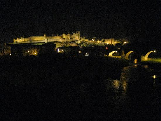Ibis Carcassonne Centre: Castle at night