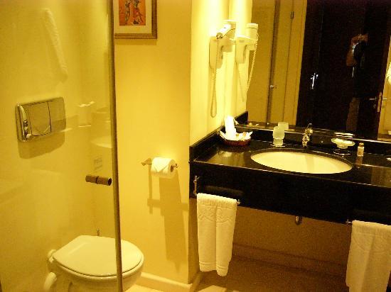 Hotel Admiral: bathroom