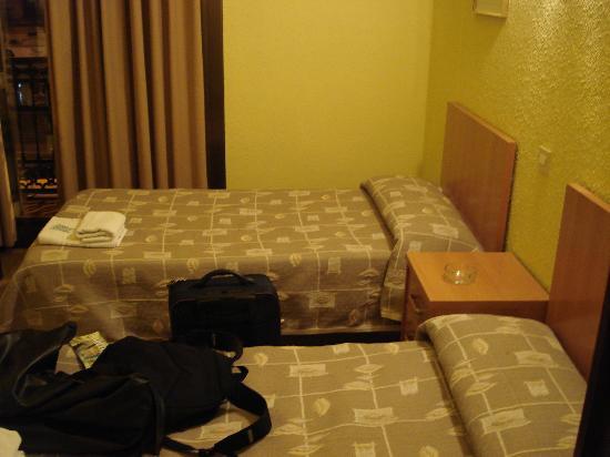 Hostal Delfos: bedroom